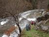 El rio Esva baja caudaloso aproximandose al camino